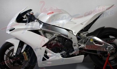 Accessori: carenatura racing per Aprilia RSV4 by Flamingo Corse