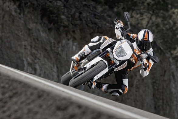 KTM European Junior Cup: la 690 Duke special in azione