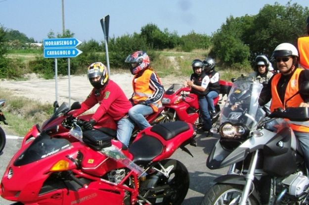 Motociclisti in sella