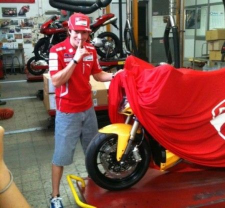 Nicky Hayden scopre la Ducati Streetfighter