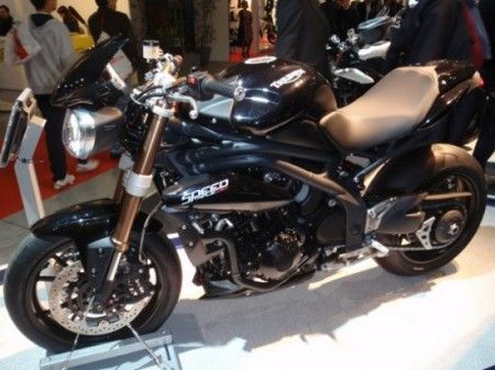 Speed Triple EICMA Lato