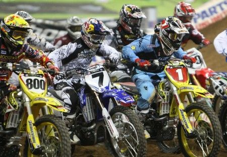 Supercross: piloti al via di una gara