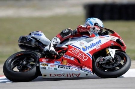 Superbike Miller: Checa in superpole