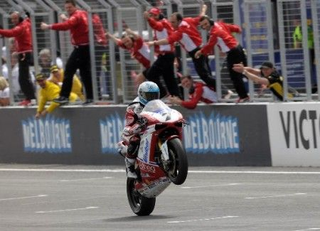 checa phillip island 2011