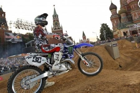 Red Bull X-Fighters a Mosca