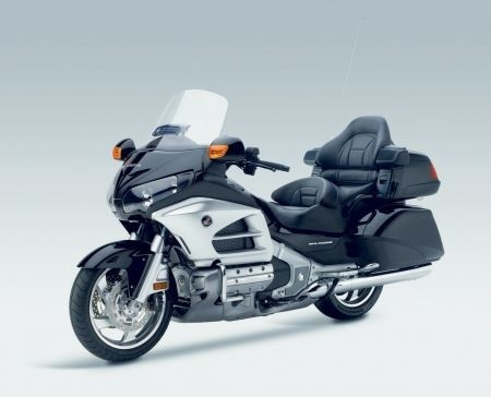 Honda GL 1800 Gold Wing Graphite Black: il davanti