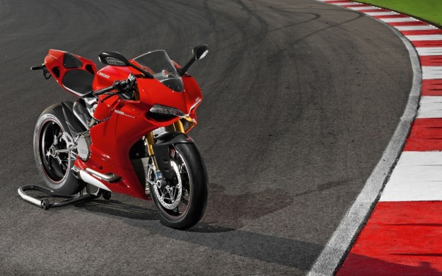 Ducati 1199 Panigale, test ad Abu Dhabi con Troy Bayliss [VIDEO]