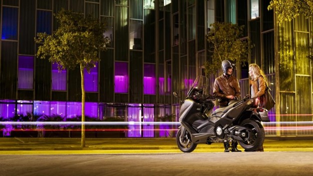 Yamaha T-Max 2012 city night