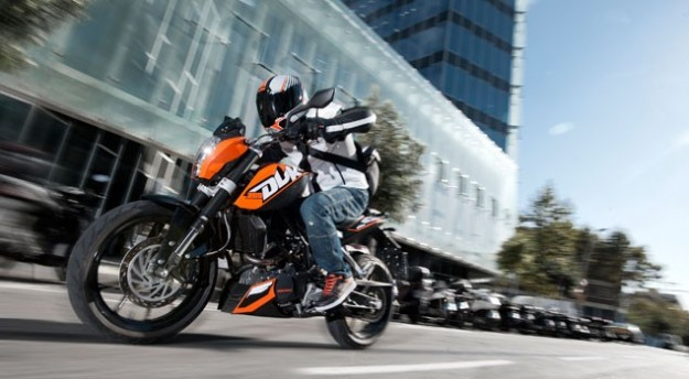 Ktm Duke 200 In movimento
