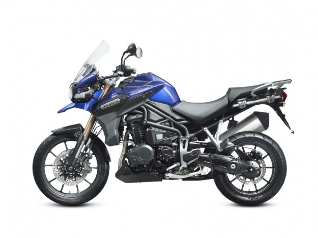 Trimph Tiger Explorer 1200 blu vista laterale