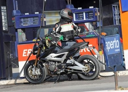 Benelli 2ue Naked fuel