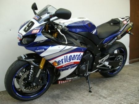 yamaha r1 ben spies replica