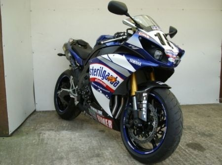 Yamaha R1 Spies Replica
