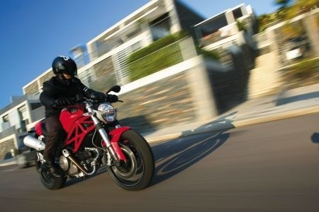 Ducati: richiamo Monster 696