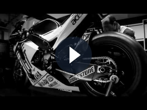 Yamaha YZF-R1: video con Valentino Rossi